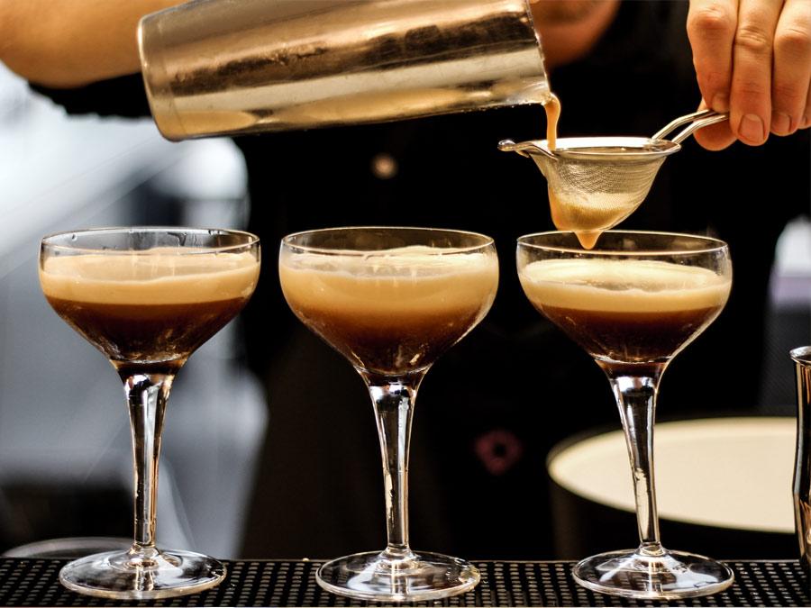 Espresso Martinis mit Slow Coffee gefertigt