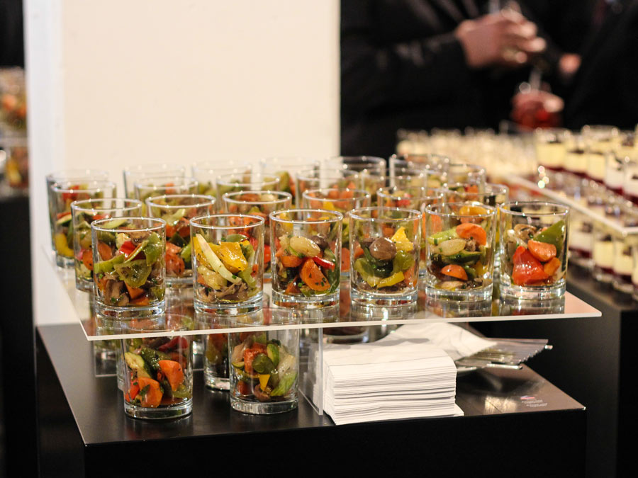 Stacked Buffet: Forkfood beim Catering zum Opening
