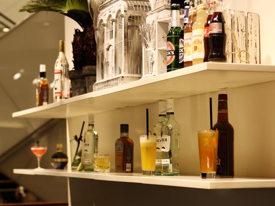 Die Back Bar mit Drinks und Getränken