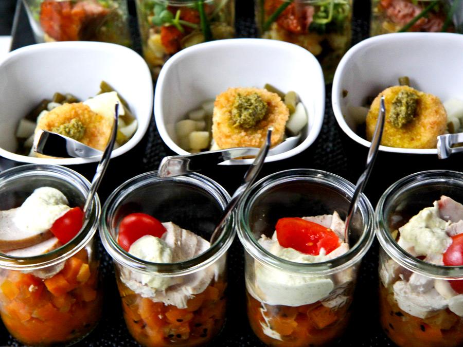 Flying Dinner mit Forkfood Spezialitäten beim Catering.