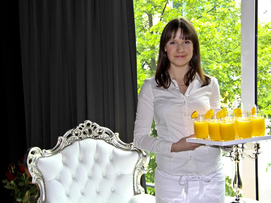 Frisch gepresster Orangensaft zur Begrüßung im Showroom.