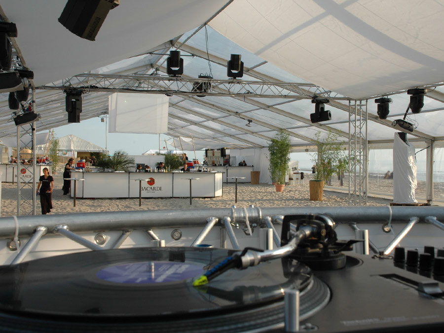 Spektakulärer Ausblick: Barcatering zum BACARDI b-live auf Sylt.
