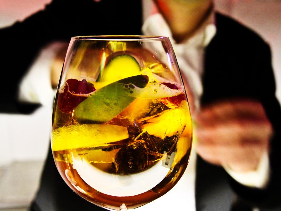 Pimms Cocktail vom Barkeeper zum Cocktailcatering