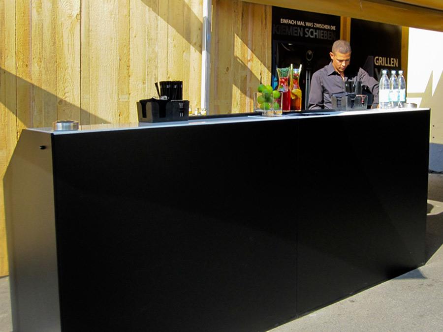 Schwarz gebrandete LUNA Bar zur Roadshow