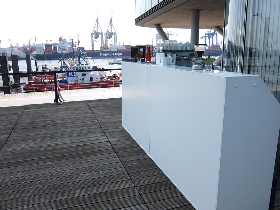 Die LUNABar im Hamburger Hafen