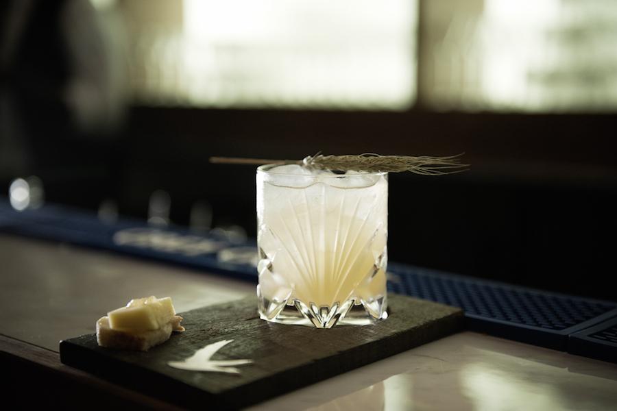 Der Signature Cocktail mit Weizengras aus der Picardie.