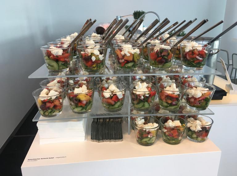 Griechischer Schicht-Salat vom Stacked Buffet.