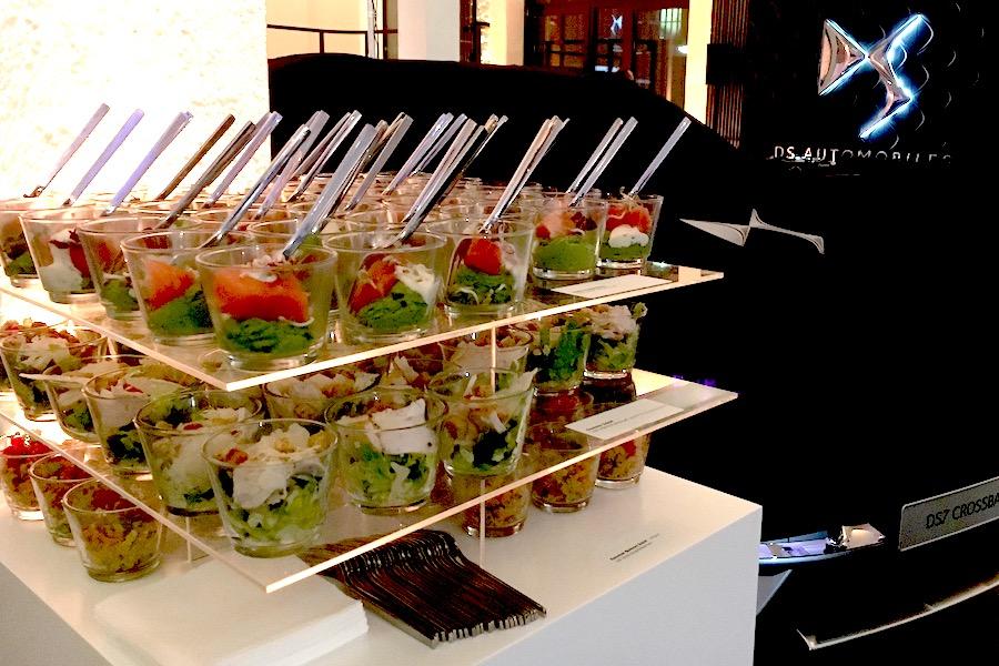 Stacked Buffet mit Forkfood im Glas im Prototyp Museum in Hamburg.