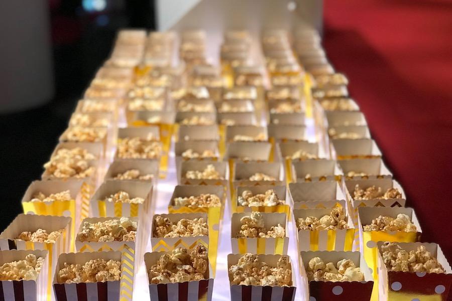 Salty Caramel Popcorn mit Glitter in der Pause.